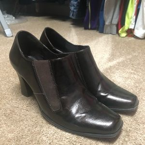 These are a women's size 11 brown booties